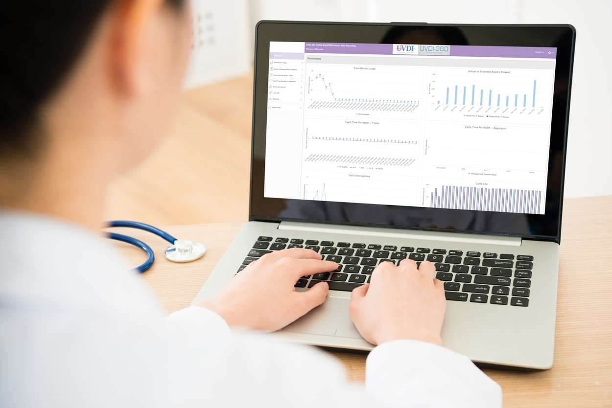 Dr-on-laptop-smart-data